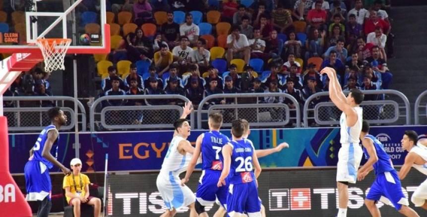 فرنسا تفوز على الأرجنتين في المجموعة الأولى بمونديال شباب السلة