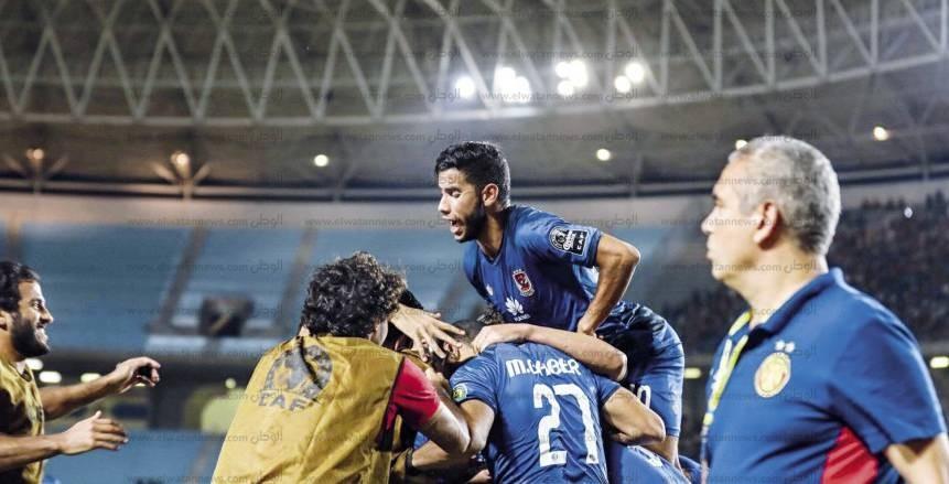 احتفالات «حمراء» فى تونس: 700 دولار لكل لاعب.. رسالة خاصة من «الخطيب».. و«كارتيرون»: «نلعب على حصد اللقب الأفريقى»