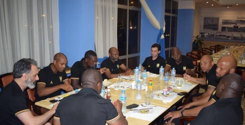 بالصور| منتخب الكاميرون يحتفل بعيد ميلاد باتريك كلويفرت