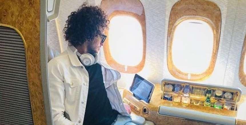 بعد أنباء استغناء باوك اليوناني عنه.. عمرو وردة ينشر صورة جديدة من الطائرة