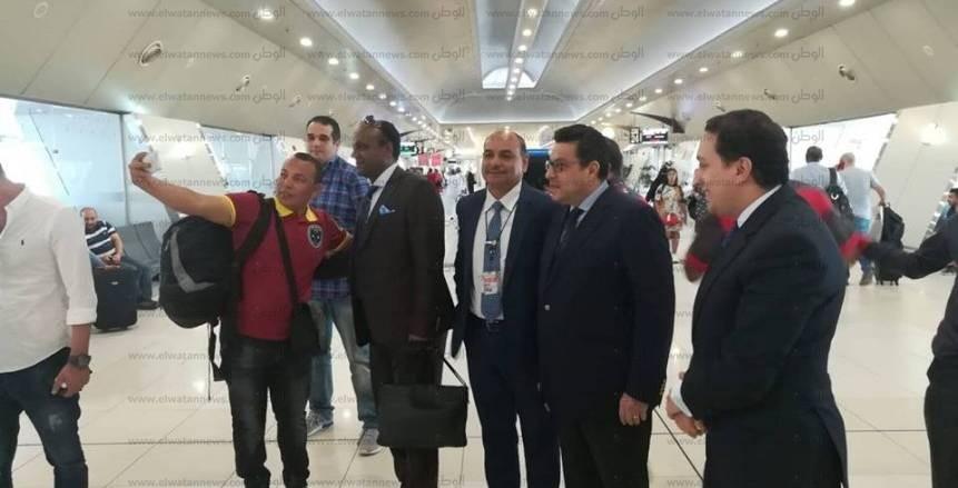 سفيرة مصر في قبرص تزور معسكر الزمالك.. والنادي يهديها درعه