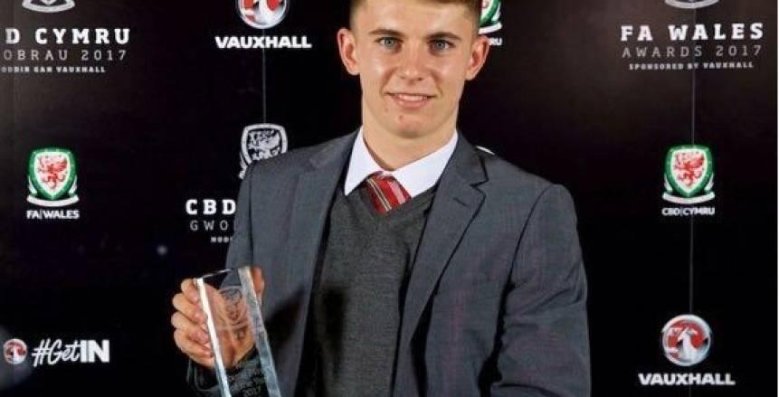 لاعب ليفربول يحصل على جائزة أفضل لاعب ويلزي شاب
