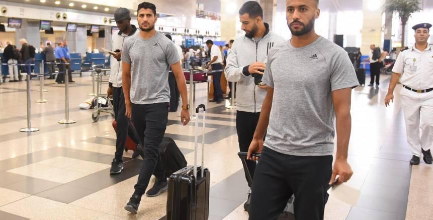 بالصور| «الوطن سبورت» يكشف سر ظهور لاعبي الأهلي بماركة ملابس جديدة في رحلة الجزائر