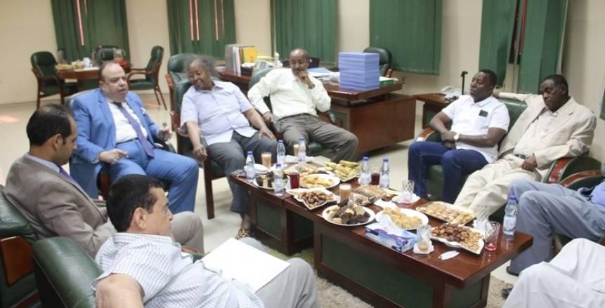 جلسة بين السفير المصري والاتحاد السوداني لكرة القدم بعد أحداث أم درمان