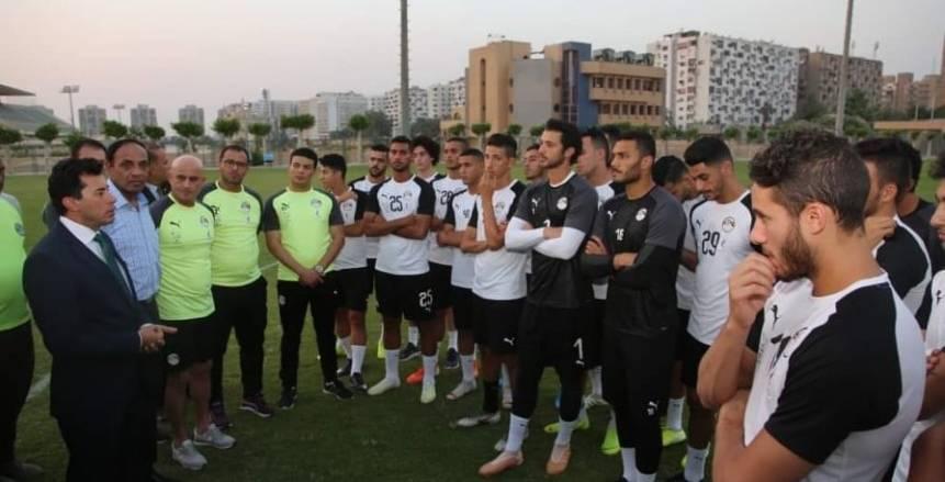 وزير الشباب والرياضة يلتقي المنتخب الأوليمبي في معسكره بالقاهرة