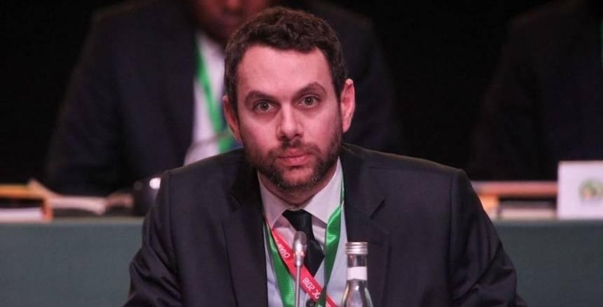 عاجل.. إيقاف رئيس «كاف» السابق لمدة عام بسبب الراحل عمرو فهمي