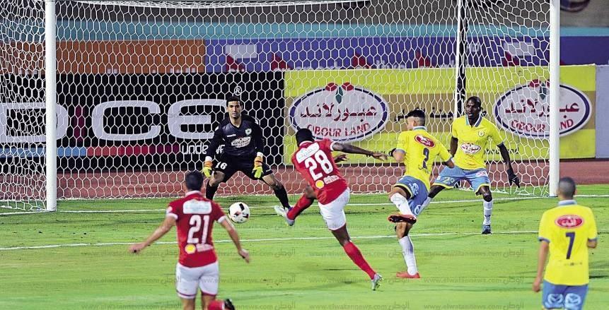 تعنيف وتهديد وعقوبات على لاعبي الأهلي بعد التعادل مع الدراويش
