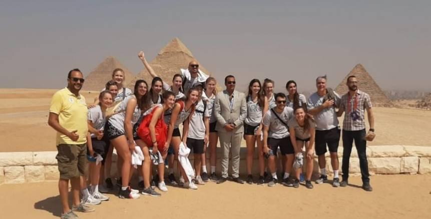وزارة الرياضة تنظم جولة سياحية لمنتخبات الطائرة بالأهرامات