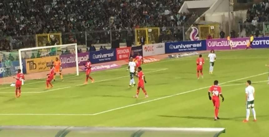 حسام حسن يعترض على حكم المباراة بسبب خشونة سيمبا