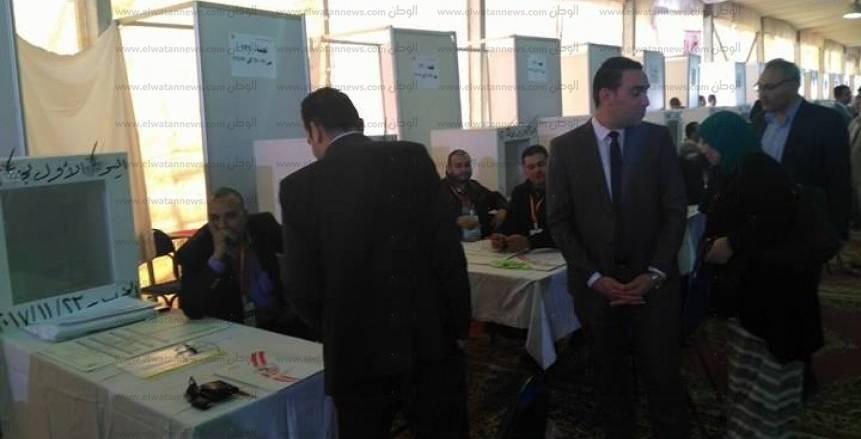 الزمالك ينتخب| بالصور.. محمد حلمي و«حساسين» يدليان بصوتيهما في الانتخابات
