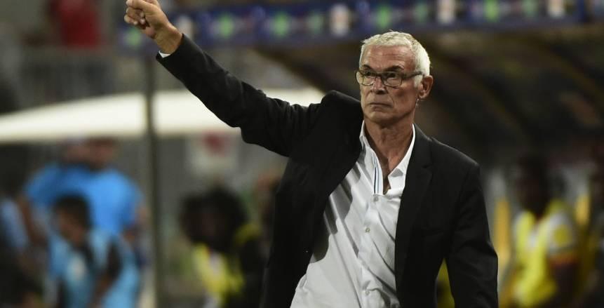 «اتحاد الكرة» يجدد الثقة في «كوبر»