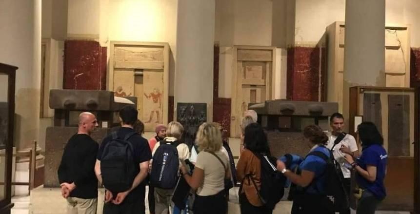 الوفود المشاركة ببطولة العالم لرواد السلاح تزور المتحف المصري