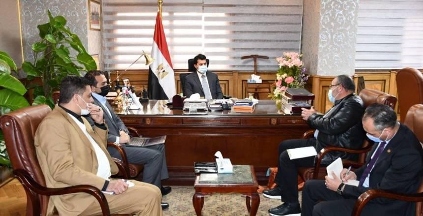 وزير الرياضة يبحث ترتيبات استضافة مصر بطولتي العالم وأفريقيا للشراع