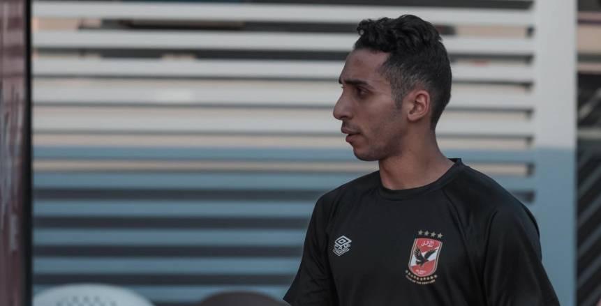 كريم فؤاد يزور نادي النجوم.. ويهدي محمد الطويلة قميص الأهلي «صورة»