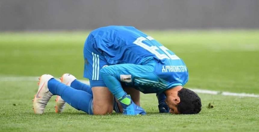 بالصور| الخمور سر رفض «الشناوي» لاستلام جائزة أفضل لاعب بمباراة مصر وأوروجواي