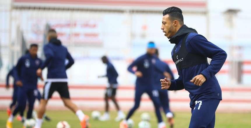 أبوجبل يتدخل بعنف ضد إسلام جابر.. واللاعب يرفض الخروج (فيديو)