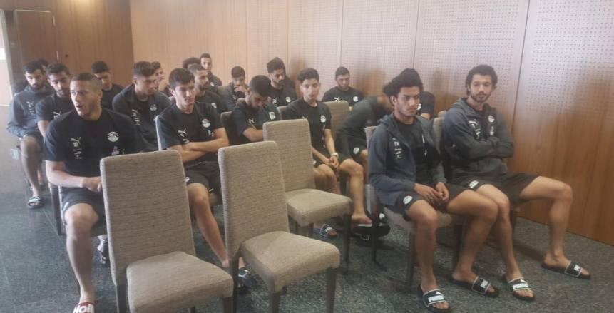 شوقي غريب يجتمع مع لاعبي المنتخب الأولمبي في معكسر اسبانيا