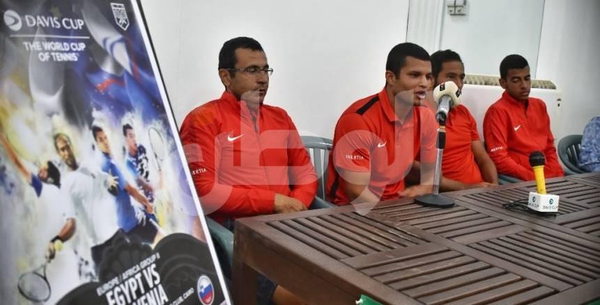 كريم مأمون يكشف سر تميز لاعبي التنس المصريين على الملاعب الترابية