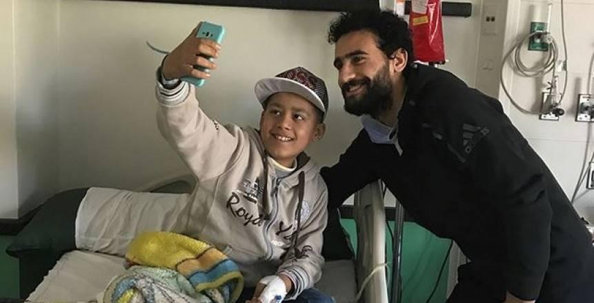 بالصور| باسم مرسي وزوجته في زيارة لمستشفى «57357»