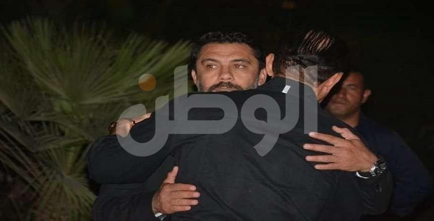 نجوم المجتمع يقدمون واجب العزاء لأحمد حسن بعد وفاة والدته