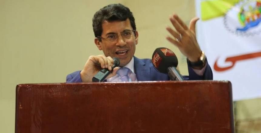 وزير الرياضة يشكل لجنة لتطوير ملعب ستاد الإسكندرية
