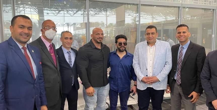 استقبال جماهيري حافل لبيج رامي في مطار القاهرة (صور)