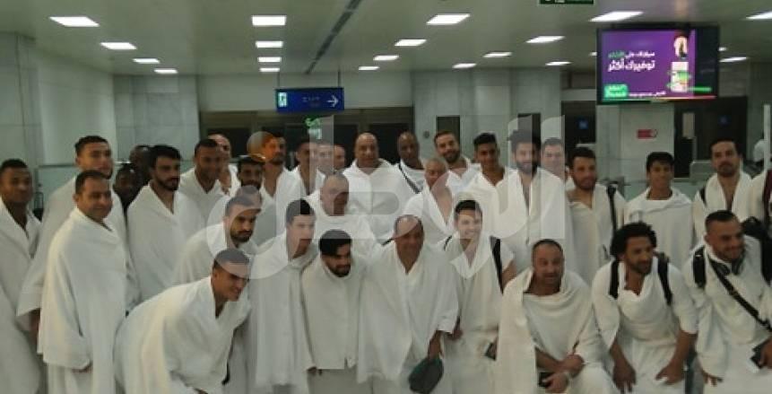 قبل مواجهة الهلال| بالصور.. بعثة الاتحاد تصل «جدة» استعدادًا لأداء مناسك العمرة