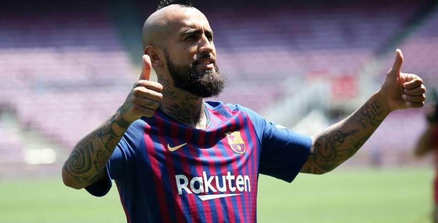 المدير الرياضي لبرشلونة: «فيدال» لاعب كبير .. ولكنه لم يحترم زملائه