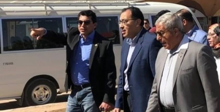 بالصور  رئيس الوزراء ووزير الرياضة في جولة تفقدية بالصالة المغطاة بمحافظة أسوان