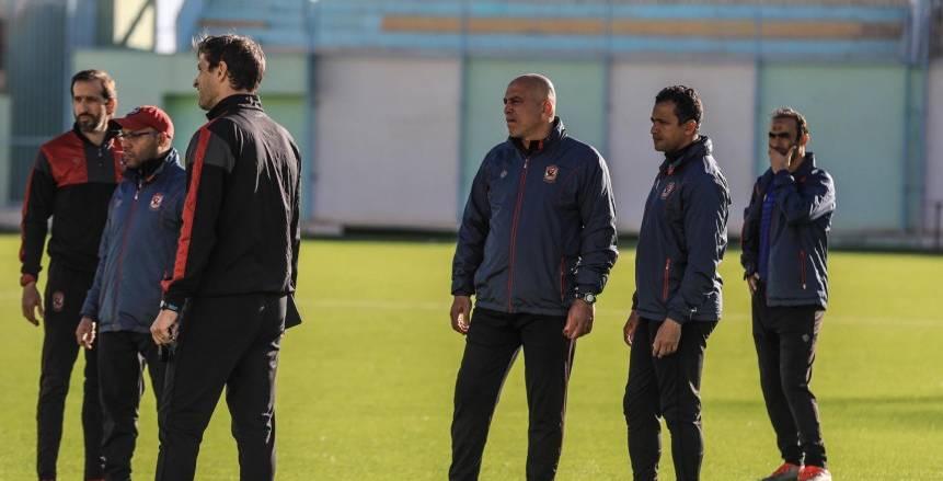 محمد يوسف يبدأ مهمتة المؤقتة بجلسة مع لاعبي الأهلي اليوم