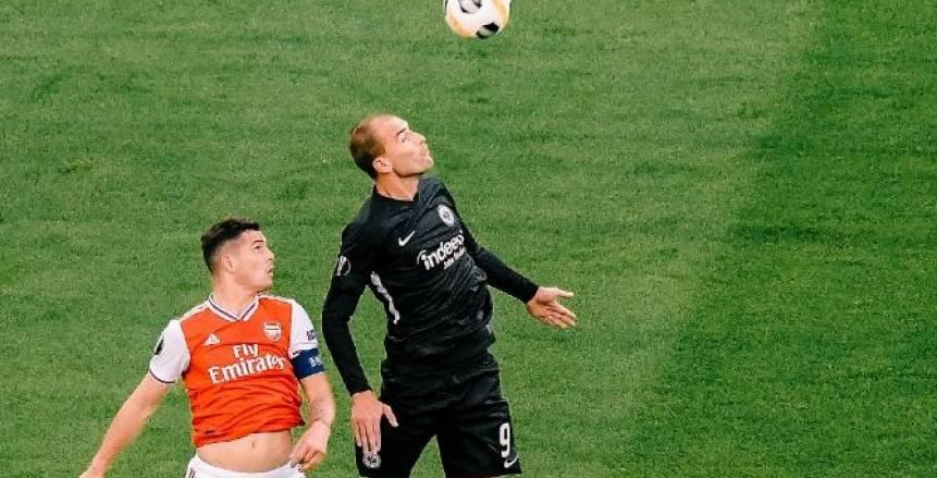 أرسنال يهزم فرانكفورت بثلاثية في الدوري الأوروبي