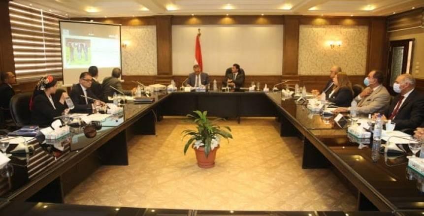 أشرف صبحي يناقش خطة عمل صندوق الرياضة المصري