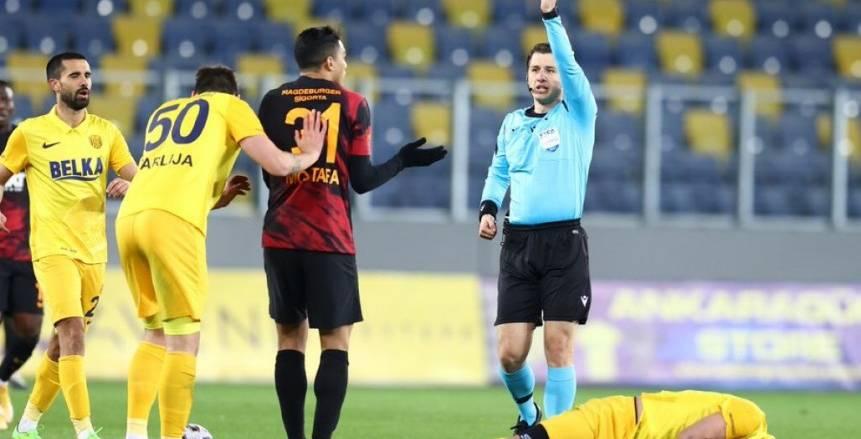 تقارير: جالطة سراي يفتقد خدمات مصطفى محمد في مباراتين بسبب الطرد