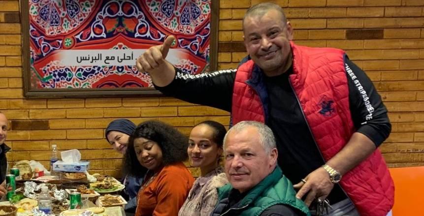 هاني أبوريدة يحتفي بـ أحمد أحمد وفاطمة سامورا في مطعم البرنس (صور)