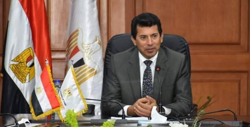 وزير الشباب والرياضة يحضر مباراة مصر والسويد بمونديال اليد