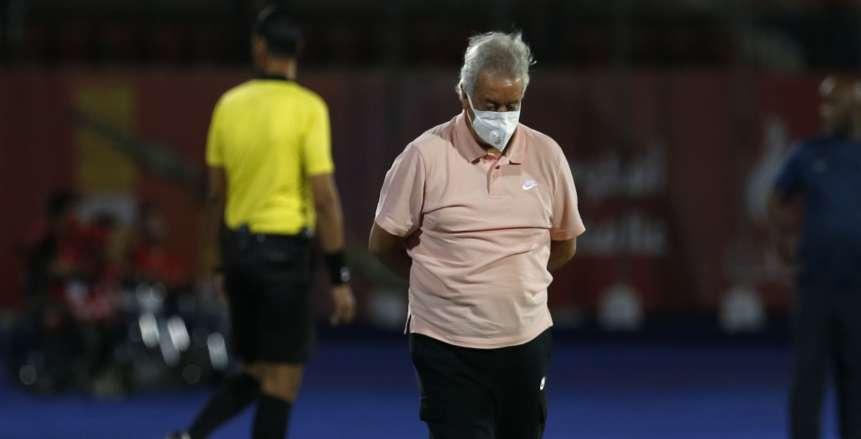 حلمي طولان يعاقب لاعب إنبي قبل نهاية مباراة الأهلي: «خصم 50 ألف جنيه»
