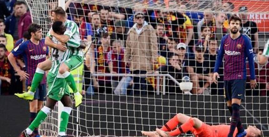 «في ليلة عودة ميسي».. بالفيديو| ريال بيتيس يُسقط برشلونة بـ «رباعية» في عقر داره