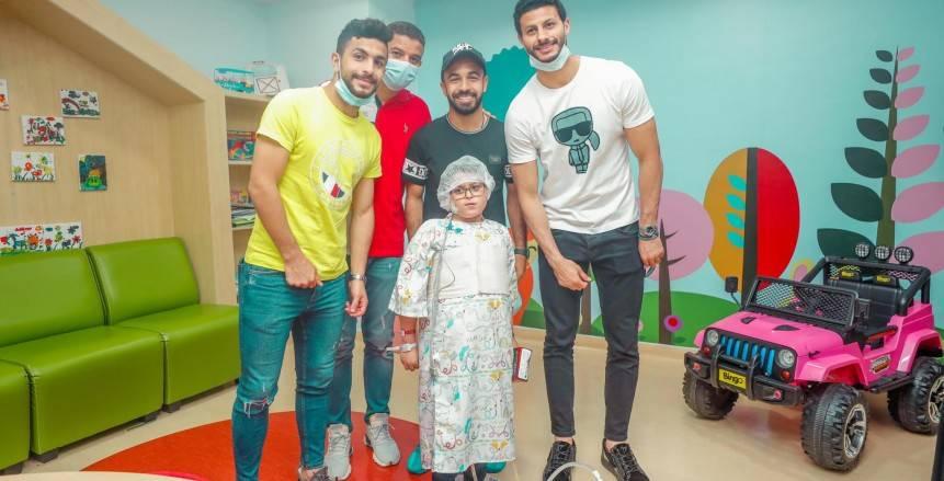 سيد عبدالحفيظ ولاعبو الأهلي في زيارة لمستشفى «الناس» (صور)