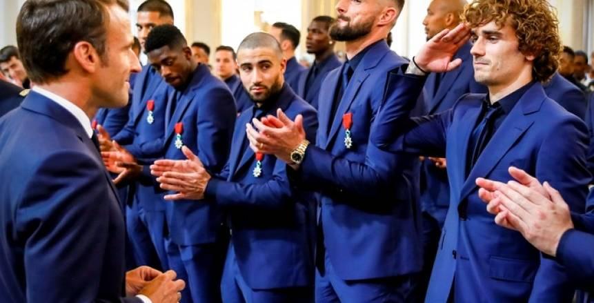 """ماكرون يمنح أبطال مونديال روسيا وسام جوقة الشرف """"الأعلى"""" في فرنسا"""