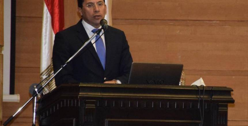 وزير الرياضة يلتقي مديري المدن الشبابية ومراكز التعليم المدني