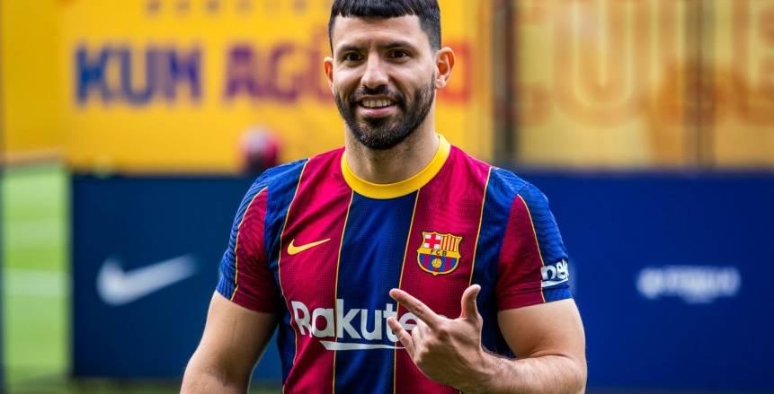 تقارير: إصابة أجويرو بفيروس كورونا بعد يومين من انضمامه لبرشلونة