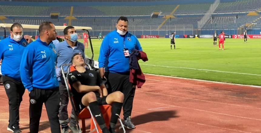 نقل محمود وادي للمستشفى بعد إصابته خلال مباراة بيراميدز ونكانا «صور»