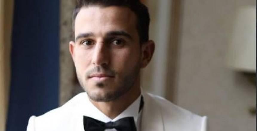 مؤمن زكريا وزوجته يحضران حفل زفاف حمدي فتحي «فيديو»