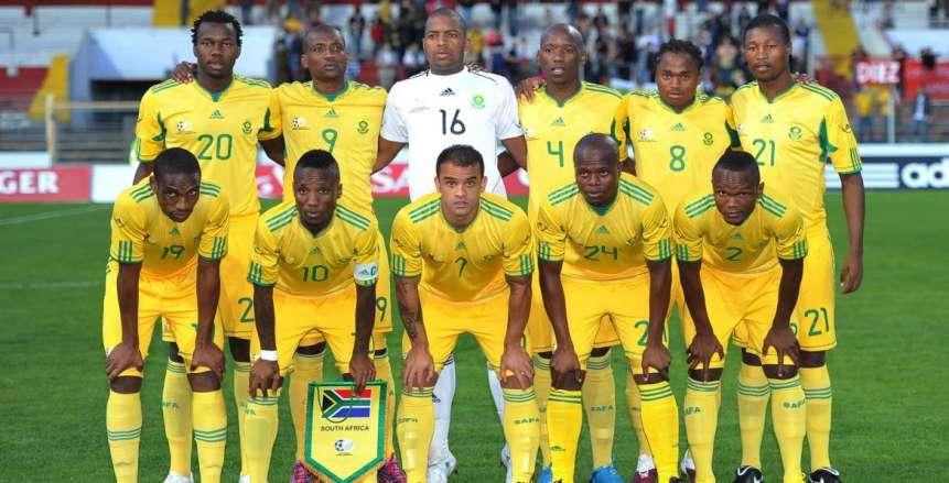 جماهير جنوب افريقيا تُهاجم لاعبيها.. والمدير الفني للأولاد ينفعل على لاعبيه