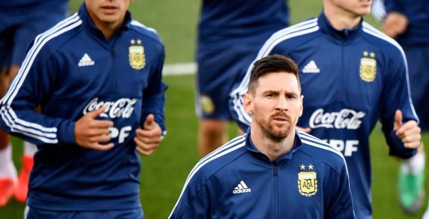 بالفيديو والصور| «ميسي» يظهر بالقميص الجديد للأرجنتين
